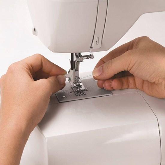 Máquina De Costura Starlet 6660 Singer Branco